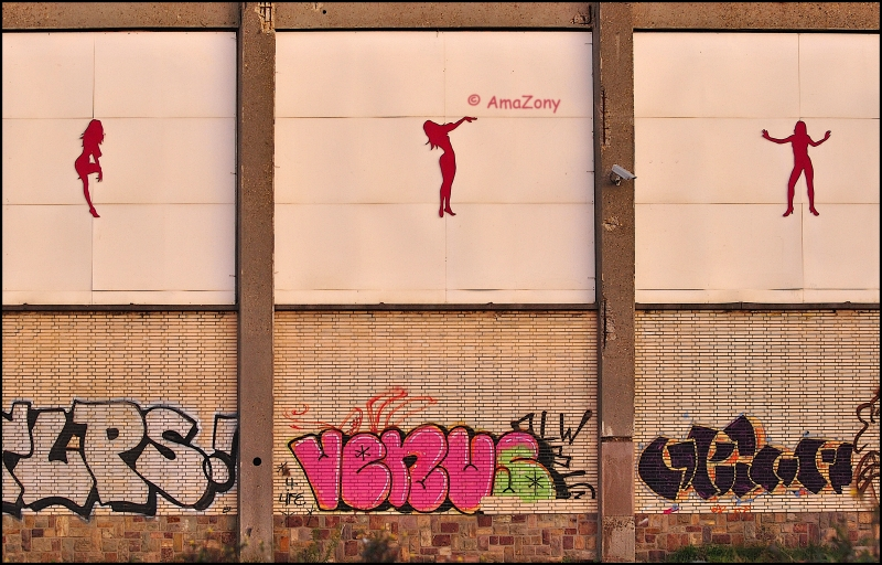 Lady in red,Antwerpen,graffiti,